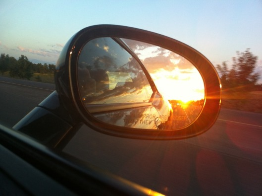 rear-view-mirror-363951_960_720