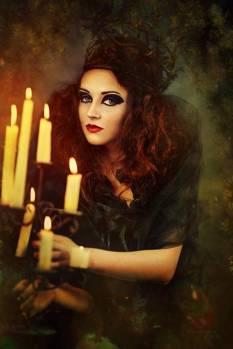 sorceress-539681_960_720